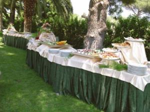 banchetto nel giardino