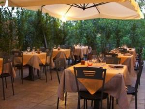 Hotel Paradiso Ristorante Il Saporetto- sala ristorante esterna