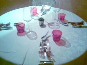 Ristorante Com e- particolare di un tavolo