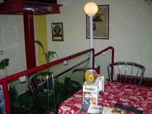 Bar caffe Novecento- particolare del tavolino