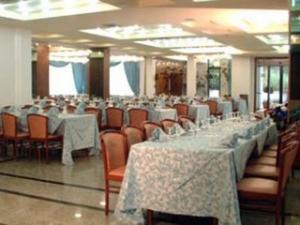 Hotel Rocca_tavoli sala ristorante