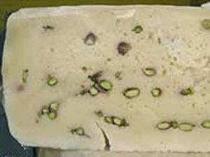 Prodotti Tipici Bronte Pistacchio_pezzo formaggio con pistacchi