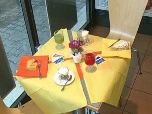 Caffe Bonjour- tavolini della sala interna