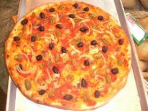 Pizza con olive e cipolla