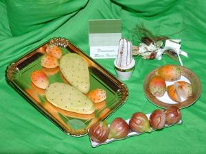 Pasta con fichi d'india in pasta di mandorle