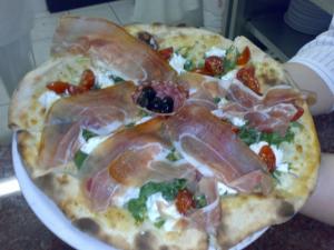 Pizza Bufalina con prosciutto crudo