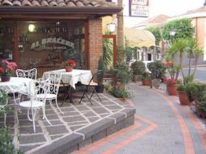 Tavoli fuori ristorante
