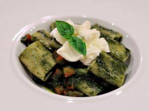 Paccheri selezionati Mancini con burrata pesto di basilico e pomodirini
