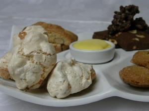 Biscotti fatti in casa e crema chantilly