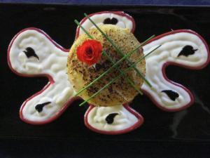 Cilindretto di polenta con cinghiale in umido e crema di parmigiano