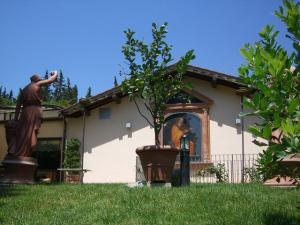 Parete esterna con affresco di San Luca patrono Impruneta eseguito dal maestro Silvestro Pistolesi Battibecco