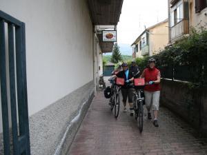 Cicloturisti tedeschi in partenza