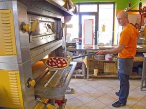 La pizza in forno