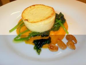 Flan al parmigiano-su crema di zucca spinaci e mandorle