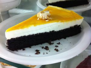 Torta al cacao con panna e zabaione
