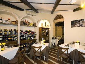 Sala ed esposizione vini