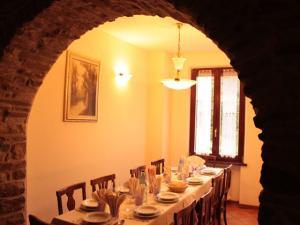 Sala riservata con arco