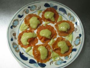 Tortelli impastati con farina di pomodoro