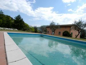 Veduta esterna con piscina