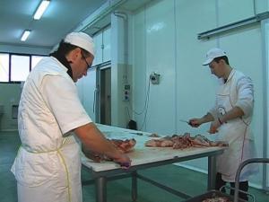 Taglio selezione carni per insaccati