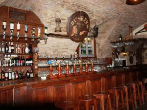Buskers Pub & Restaurant